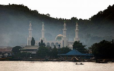 The Tulay mosque in Sulu, Philippines. (photo credit: CC BY Al Jacinto/Flickr)
