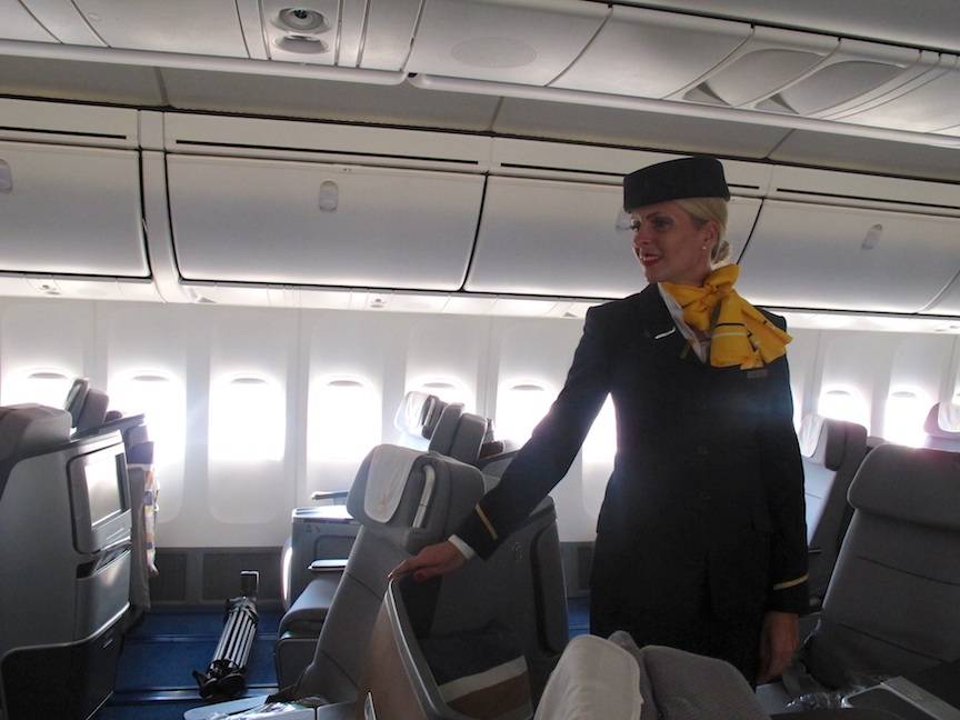 lufthansa to pay 1 400 in damages for forgetting kosher meal the