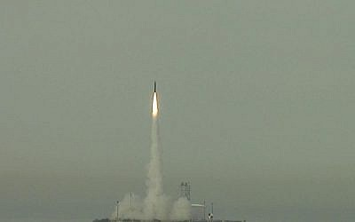 An Arrow missile fired during a test launch in February 2013. (photo credit: CC BY-US Missile Defense Agency, Flickr)