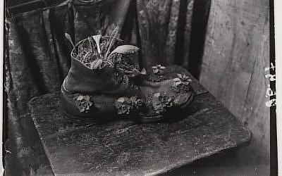 Brassai: Shoemaker at Montparnasse