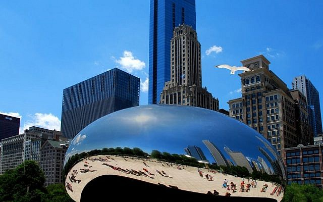 Anish Kapoor's Cloud Gate Sculpture located in Chicago's Millennium Park (photo credit: MikeH5255/Wikimedia Commons)
