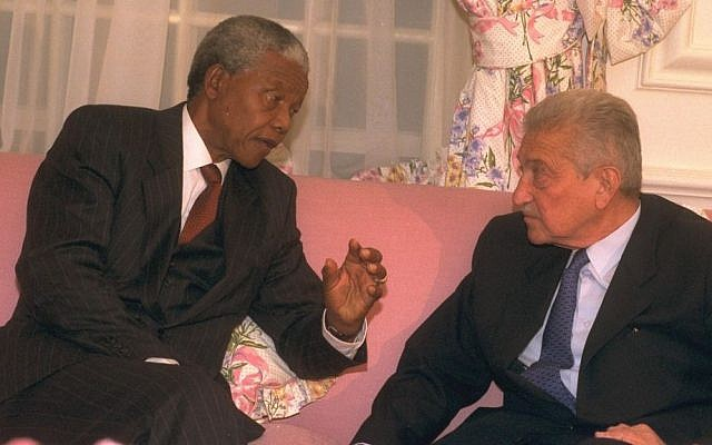 Nelson Mandela meets with Israeli president Ezer Weizman, May 9. 1994 (photo credit: Yaacov Sa'ar/GPO)