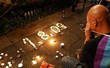 A man mourns the dead in the Bar Noar shooting in Tel Aviv, August 2, 2009. (Gili Yaari/Flash90)