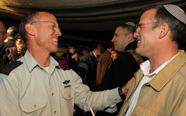 Maj. Gen. Alon with the outgoing Gush Etzion Regional Council head Shaul Goldstein (Photo credit: Gershom Elinson/ Flash 90)
