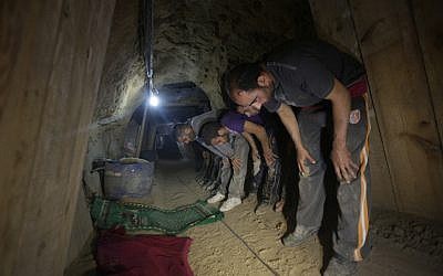 Tunnel workers taking time off to pray on the Gaza side of Rafah. (Wissam Nassar/Flash90)