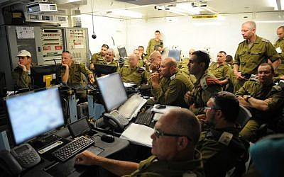 Reserve soldiers take part in a surprise drill on an IDF base in northern Israel on April 29, 2013. (photo credit: Shay Wagner/Israel Army Spokesman/Flash 90)
