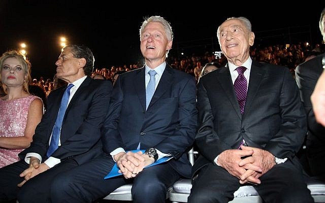 Former US president Bill Clinton with Shimon Peres at the Peres Academic Center in Rehovot on June 17, 2013 (Photo credit: Flash90)
