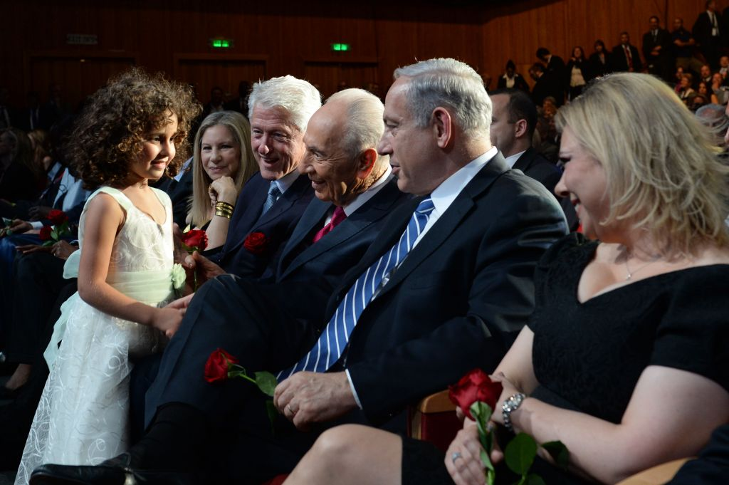 Shimon Peres and his granddaughter (photo credit: Kobi Gideon/Flash 90)