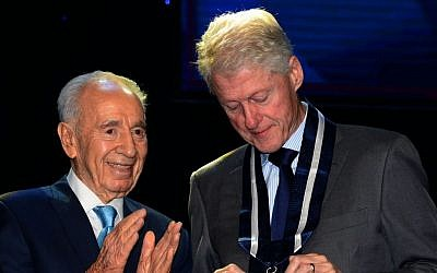 President Shimon Peres awards former president Bill Clinton with the Presidential Medal of Distinction, Wednesday, June 19, 2013 (photo credit: Moshe Milner/GPO/Flash90)
