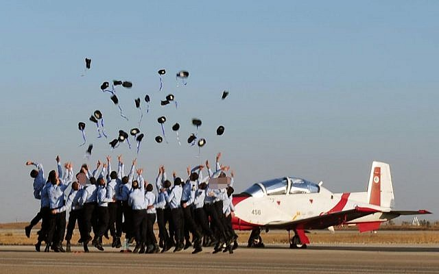 Air force cadets celebrating their graduation Thursday. (photo credit: Ariel Hermoni/Defense Ministry/Flash90)