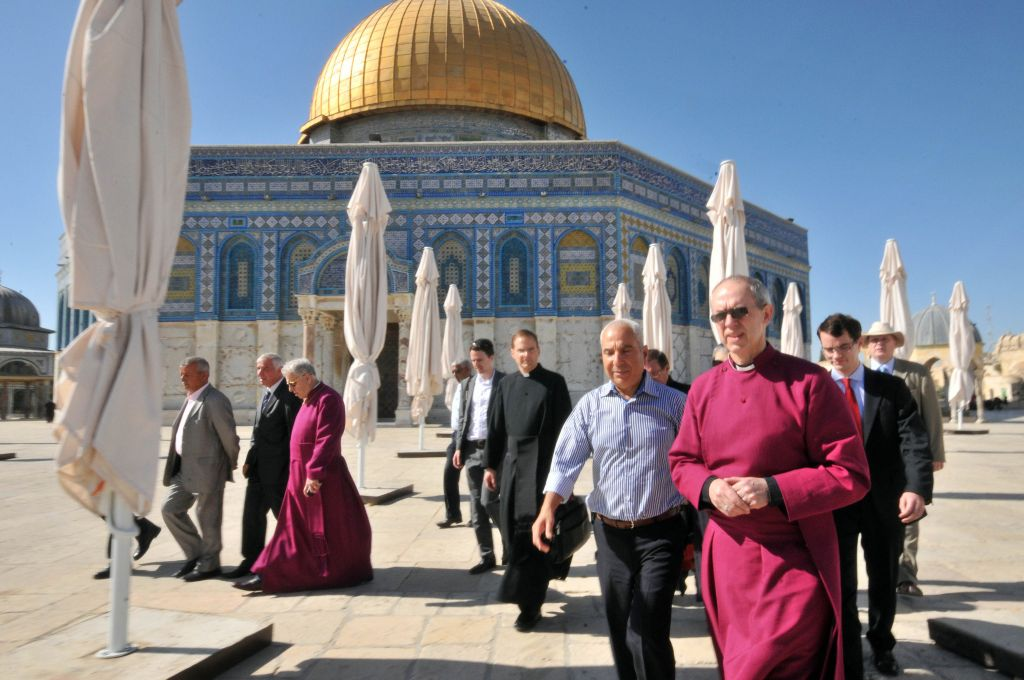 The Archbishop of Canterbury and the head of the Church of England, Justin Welby, center, visits the Dome of the Rock in Jerusalem's Old City, Thursday, June 27, 2013. (photo credit: Sliman Khader/Flash90)