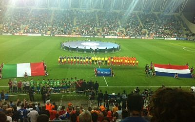 The start of the match between Holland and Italy. (photo credit: Raphael Geller/Times of Israel)