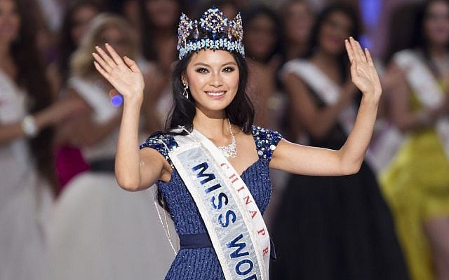 Newly crowned Miss World Yu Wenxia of China after she won the Miss World 2012 beauty pageant at the Ordos Stadium Arena in inner Mongolia, China. (photo credit: AP Photo/Andy Wong)