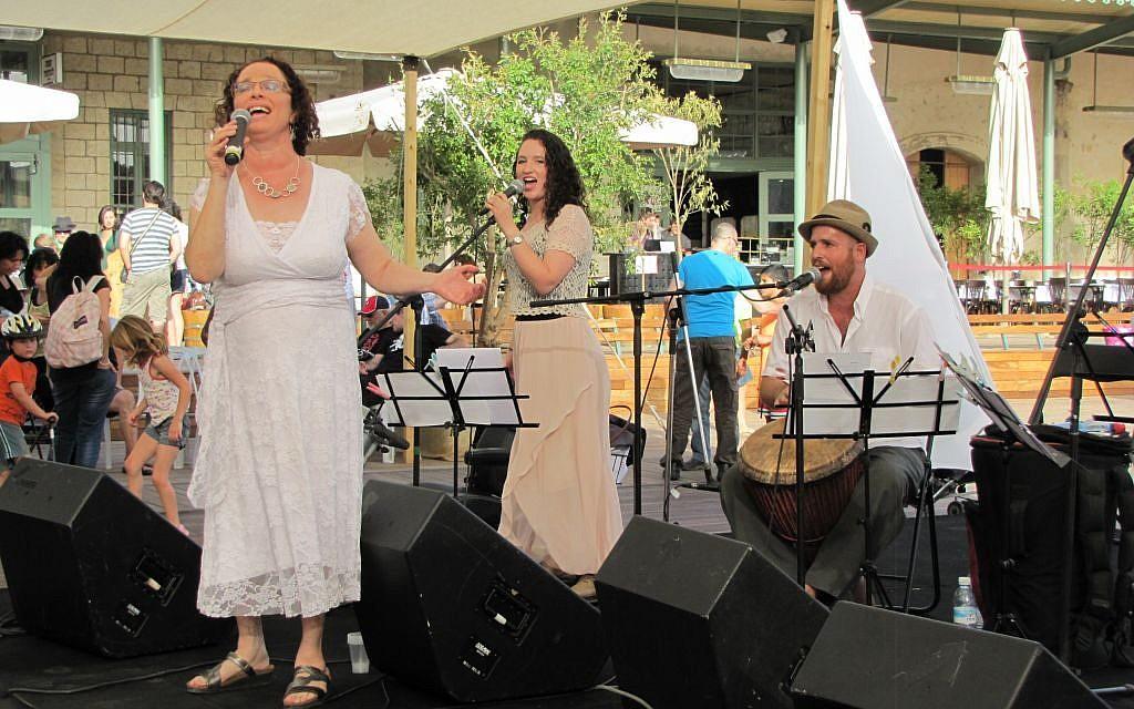 Rabbi Ruth Gan Kagan brings in Shabbat with her daughter and the Nava Tehila band (photo credit: Tal Chalutz)