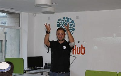 Kfir Damari of SpaceIL makes a point during his talk at the Jerusalem Startup Hub (Photo credit: Courtesy)