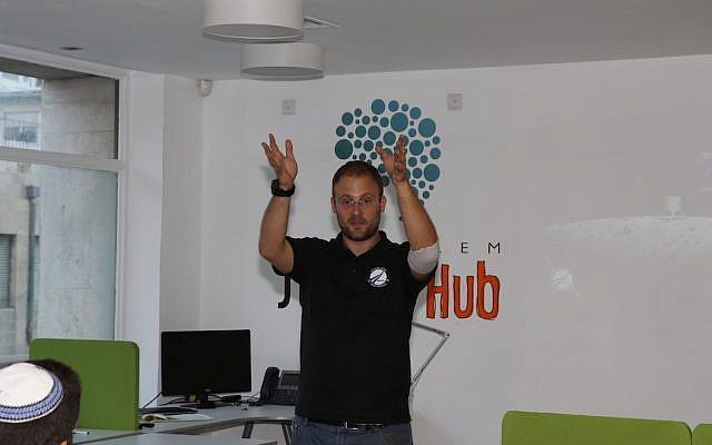 Kfir Damari of SpaceIL makes a point during his talk at the Jerusalem Startup Hub (Photo credit: Courtesy)