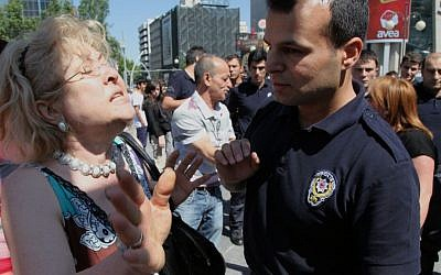 "A Turkish woman argues with riot police officers and ask them to not use tear gas against protesters, saying "" no more gas, please "" at the main Kizilay Square near the office of Turkish Prime Minister, Recep Tayyip Erdogan, in Ankara, Tuesday (AP Photo/Burhan Ozbilici)"