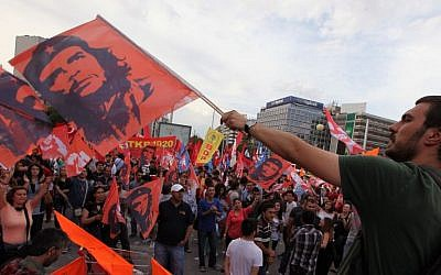 Turkish protesters wave posters of revolutionary legend Che Guevara as they gather at the city's main Kizilay Square in Ankara, Turkey, Saturday, June 8, 2013. (Photo credit: AP/Burhan Ozbilici)