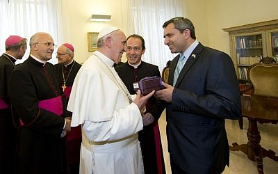 Deputy Foreign Minister Ze'ev Elkin, right, meets with Pope Francis I and church officials, at the Vatican on June 5, 2013 (photo credit: Luciano Del Castillo/Israeli Foreign Ministry)
