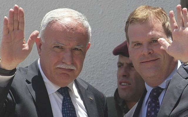 Canada's Foreign Minister John Baird, right, with his Palestinian counterpart Riad al-Malki, in Ramallah, June 17, 2013. (Photo credit: Issam Rimawi/FLASH90)