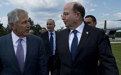 US Defense Secretary Chuck Hagel, left, walks with Defense Minister Moshe Ya'alon after Ya'alon landed at the Pentagon after a test flight on a V-22 Osprey tilt-rotor aircraft, in June 2013 (photo credit: Erin A. Kirk-Cuomo/Department of Defense)