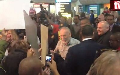 Cyril Karabus, center, being welcomed in Cape Town. (screenshot: YouTV via YouTube)