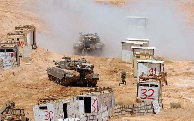 IDF tanks during the officers' course drill in the Negev (Photo credit: Courtesy: IDF Spokesperson's Office)