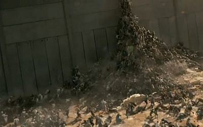 'World War Z's zombies trying to mount a wall in Israel (photo credit: Paramount Pictures)