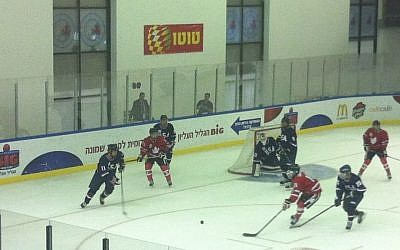Canada and the US's junior teams battle for gold at the Maccabiah (photo credit: Aaron Kalman)