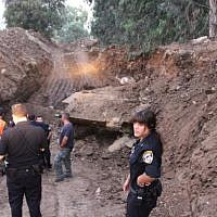 Police examine old Russian tank found in Holon's industrial area July 2, 2013. (Photo credit: Israel Police/Facebook)