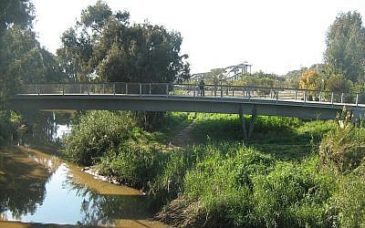 The rebuilt Maccabiah Bridge, Ramat Gan (photo credit: ~Ori/Wikimedia Commons)