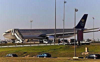 A Saudi Arabian Airlines plane in Paris in 2011 (photo credit: CC BY Wikipedia)