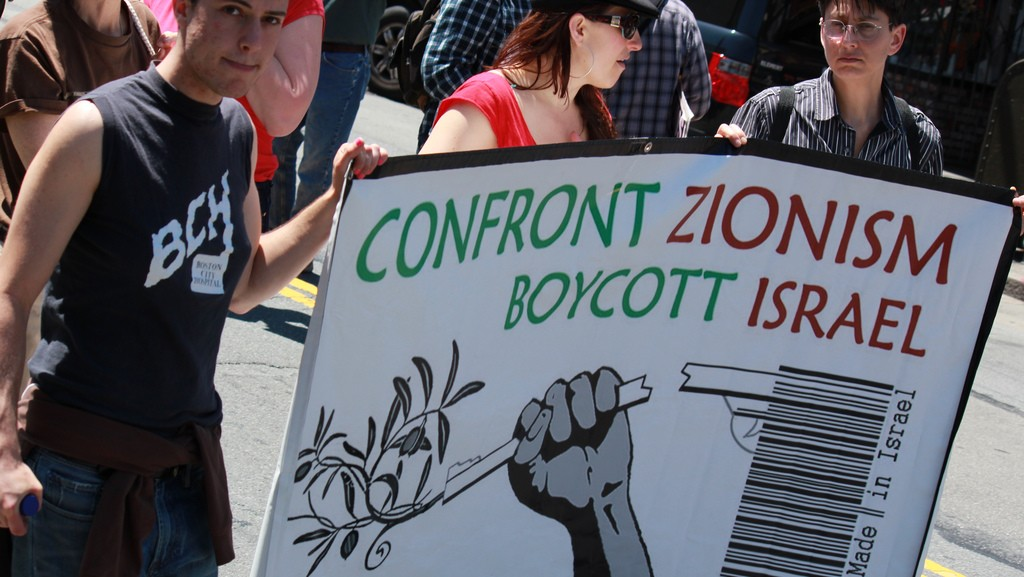 Signs calling for boycott of Israel at an anti-Israel protest in San Francisco, April 2011 (photo credit: CC BY dignidadrebelde, Flickr)