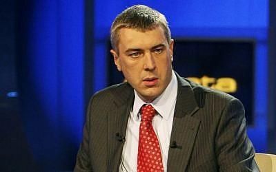 Former Education Minister Roman Giertych just before a TV electoral debate, Oct.15, 2007. (AP Photo/Czarek Sokolowski)