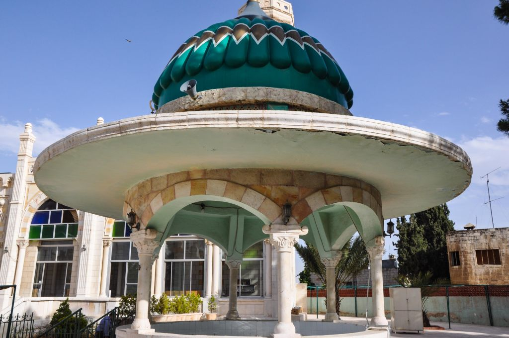 A view of the Kuliyat al-Shariah Mosque in Jebel al-Weibdeh, Amman (photo credit: Michal Shmulovich/Times of Israel)