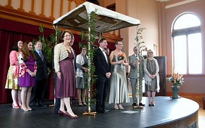 The May 2013 wedding of Doug Friedlander and Anna Skorupa was the first Jewish nuptials in Helena, Ark., since 1989. (photo credit: Courtesy Doug Friedlander/JTA)
