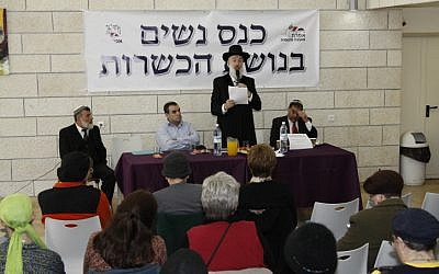 Former chief Ashkenazi Rabbi Yona Metzger speaks to women attending a seminar on the laws of Kashrut in 2010. (photo credit: Gershon Elinson/Flash90)