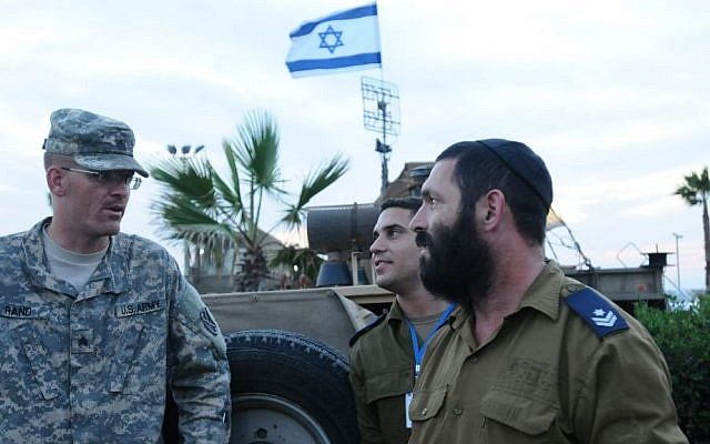 A US Army officer speaks with IDF troops during a joint exercise in Tel Aviv, in 2012 (photo credit: Yossi Zeliger/Flash90)