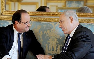 Prime Minister Benjamin Netanyahu meets with French President Francois Hollande in Paris, October 31, 2012 (photo credit: Avi Ohayon/Flash 90)