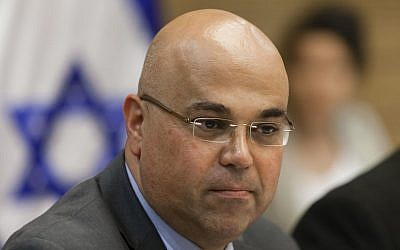 David Zaken, the supervisor of banks, at a Knesset Finance Committee meeting on June 25, 2013. (Photo credit: Flash90)