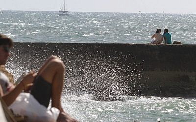 Hanging out by the spray of beach water in Tel Aviv (photo credit: Chen Leopold/Times of Israel)