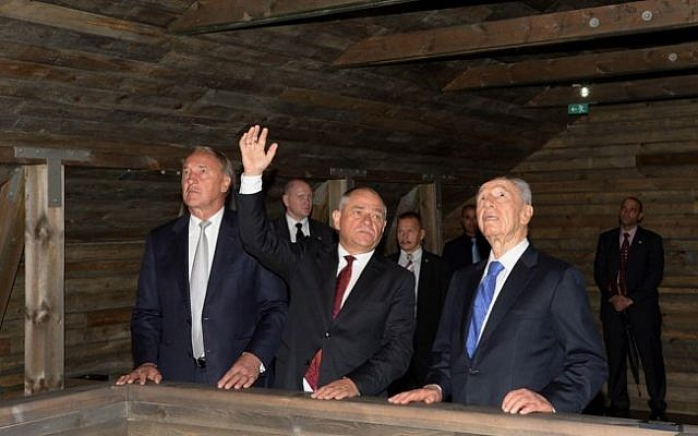 Israeli President Shimon Peres and Latvian President Andris Berzins at the opening of the Zanis Lipke Memorial Museum in Riga, Latvia on Tuesday, July 30 (photo credit: Moshe Milner/GPO/Flash90)