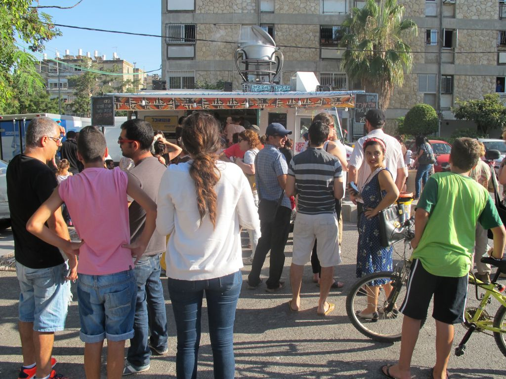 Lining up for the FoodTrip in Katamon (photo credit: Leeor Bronis/Times of Israel)