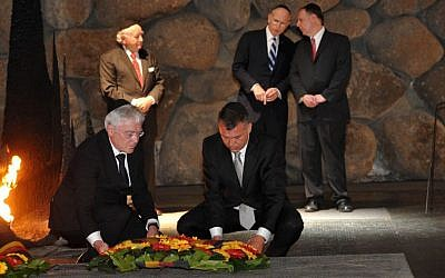 German officials laying a wreath at Yad Vashem in Jerusalem as Claims Conference officials look on, May 2013. (photo credit: JTA)