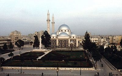 Khaled Ibn El-Walid Mosque, in northern Homs (photo credit: Wikimedia commons CC BY-SA 3.0, NouraRaslan)
