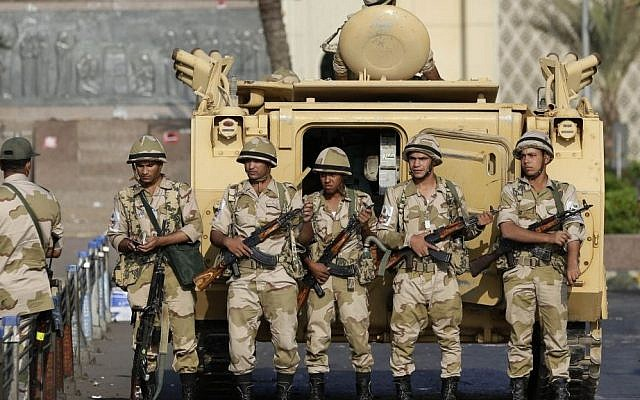 Egyptian soldiers take their positions near armored vehicles in Cairo on Monday, July 8, 2013. (Illustrative photo:AP/Hassan Ammar)