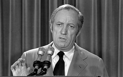 In this May 22, 1973 file photo, then acting White House counsel Leonard Garment briefs the media at the White House on President Nixon's statement about the Watergate affair in Washington. Garment died Saturday, July 13, 2013 in New York City at age 89. (photo credit: AP Photo/File)