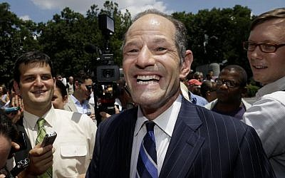 Eliot Spitzer is surrounded by media as he tries to collect signatures for his run for New York City Comptroller in New York, Monday, July 8, 2013. (photo credit: AP Photo/Seth Wenig)