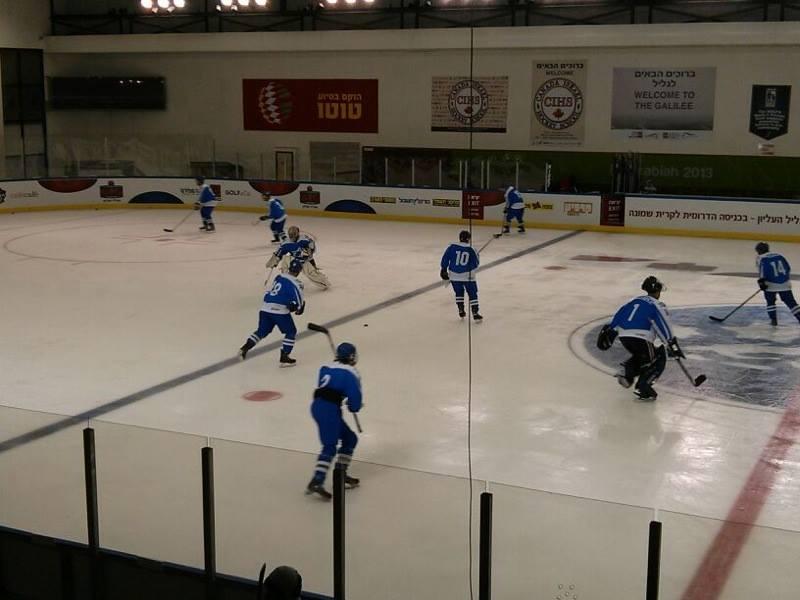 Israel's hockey team takes to the ice in Metulla. (photo credit: Rapahel Gellar)