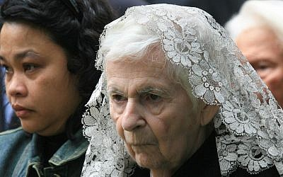 Tamar Kollek, wife of former Jerusalem mayor Teddy Kollek, at his funeral in Jerusalem in 2007 (photo credit: Nati Shohat/Flash90)